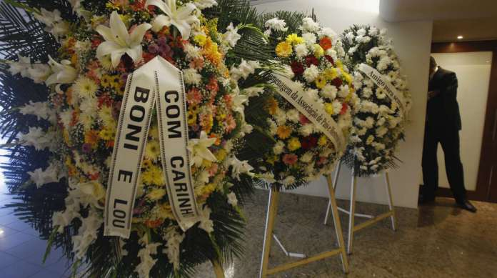 As flores do vel�rio de Agildo Ribeiro no Memorial do Carmo