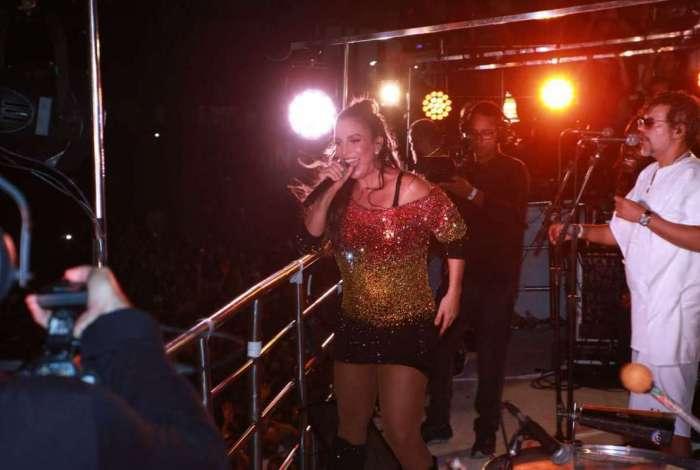 Ivete Sangalo volta a fazer shows depois de dar � luz g�meas
