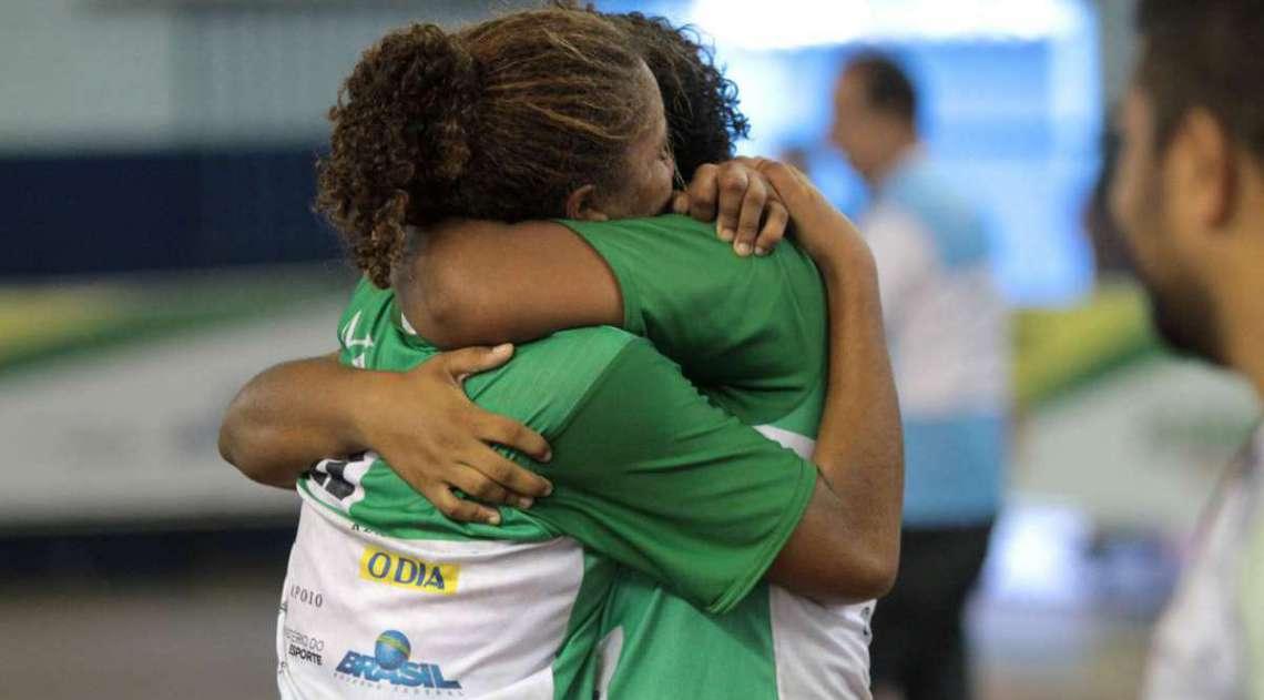28/04/2018 - Caderno Baixada. Jogos da Baixada. Final Handbol feminino Duque de Caxias e Mag�. Equipe de Mag� foi a vencedora.Foto: Fernanda Dias / Ag�ncia O Dia.