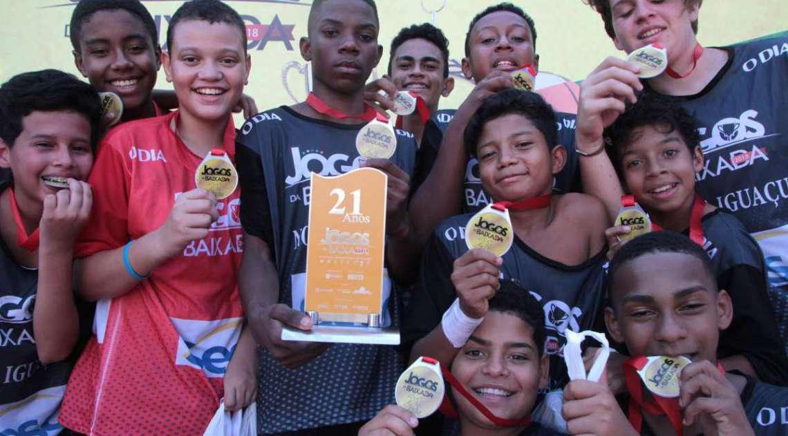 29/04/2018 - Caderno Baixada. Jogos da Baixada. Handbol masculino equipe vencedora Nova Igua�u.Foto: Fernanda Dias / Ag�ncia O Dia.