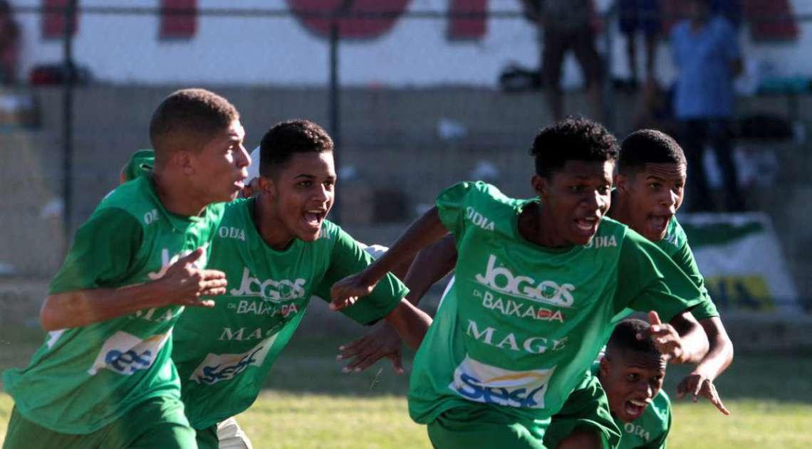 Magé comemora ouro inédito no futebol, na decisão por pênaltis contra Guapi