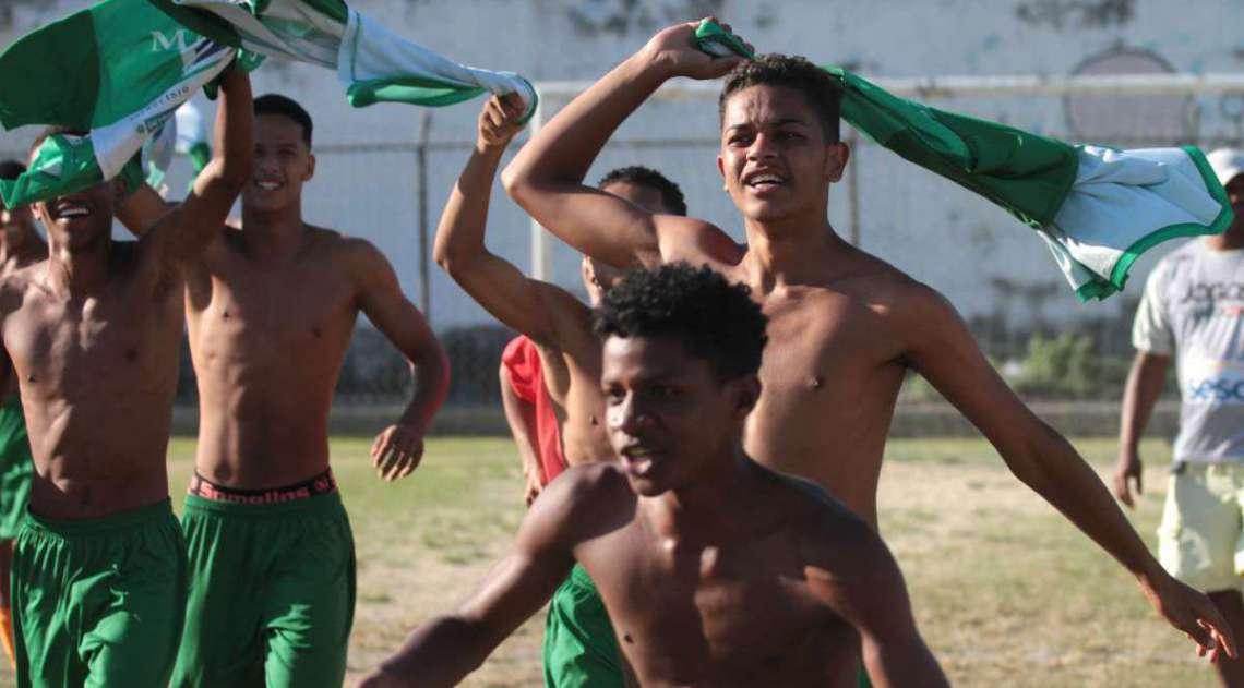 29/04/2018 - Caderno Baixada. Jogos da Baixada. Final Futebol de campo masculino. Mag� e Guapimirim. Mag� foi a equipe vencedora.Foto: Fernanda Dias / Ag�ncia O Dia.