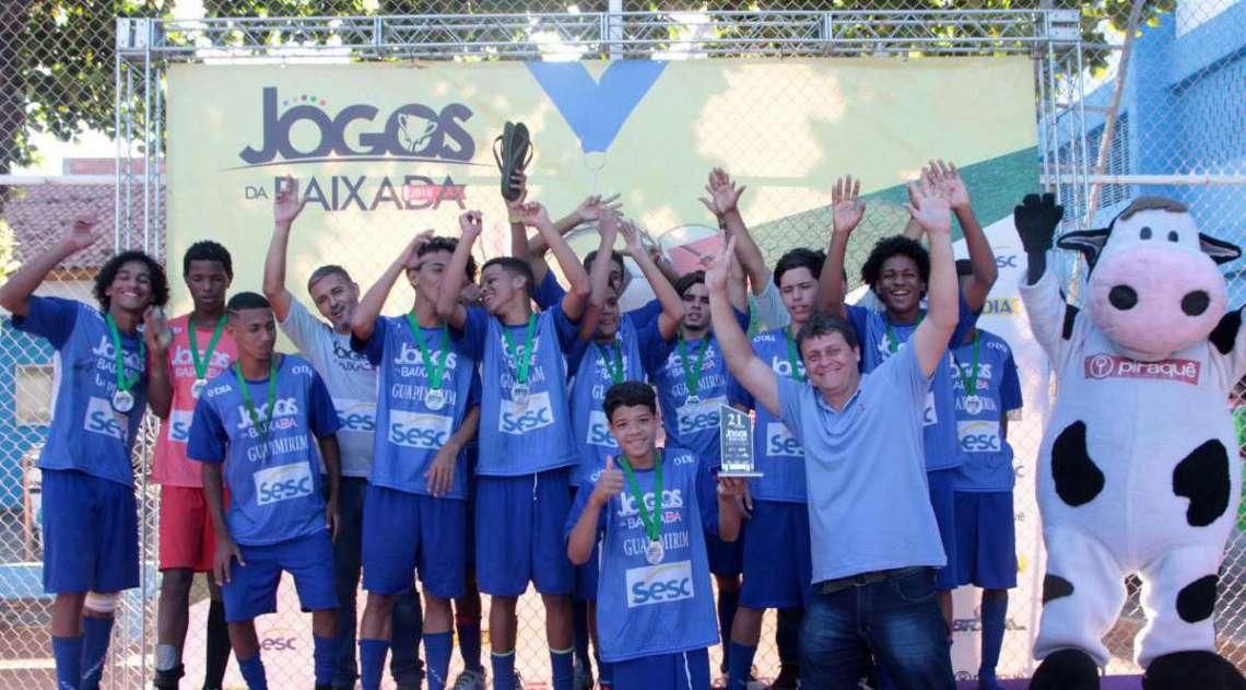 29/04/2018 - Caderno Baixada. Jogos da Baixada. Premia��o Futebol de campo masculino. Segundo lugar equipe Guapimirim.Foto: Fernanda Dias / Ag�ncia O Dia..