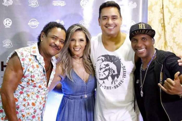 Carla Perez com Compadre Washington e o marido Xanddy do Harmonia do Samba