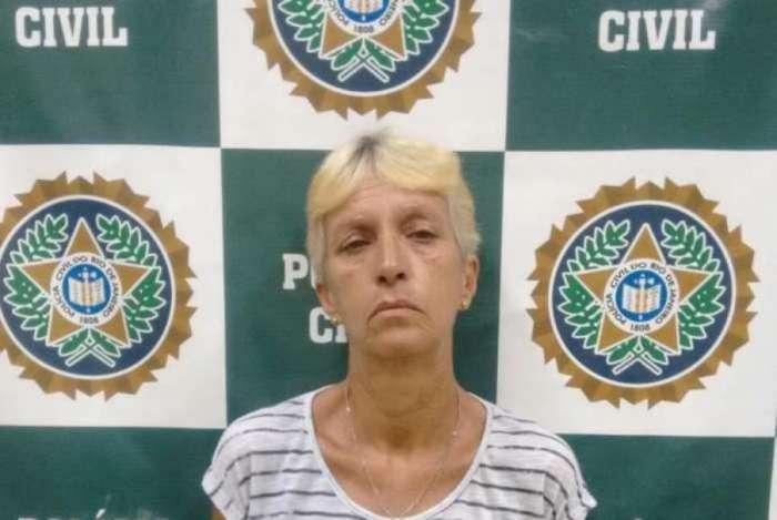 Paula � acusada de participar do assassinato do cabo Ant�nio Carlos, em Araruama.