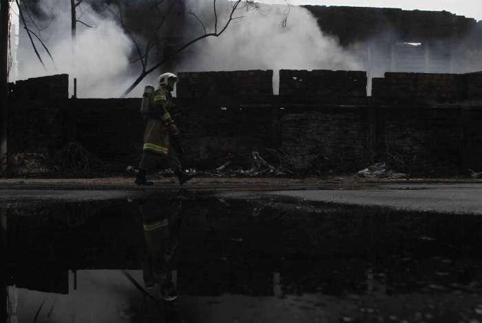 Barrac�o da Imp�rio da Tijuca pegou fogo no in�cio do m�s