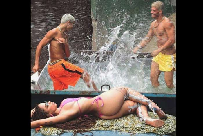 Anitta relembra foto do clipe 'Vai Malandra'