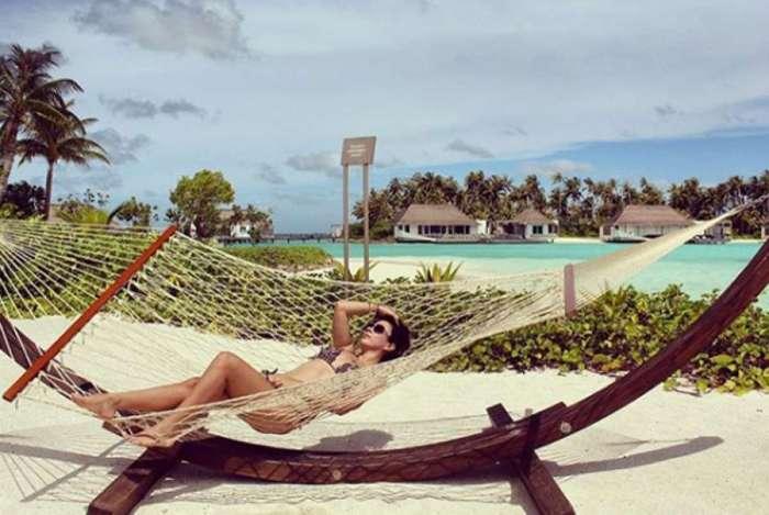 Tat� Werneck relembra viagem para praia paradis�aca