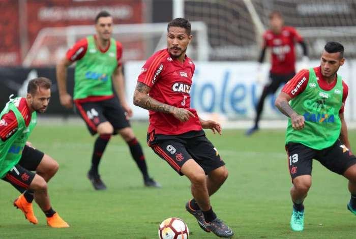 27cc832a37 Guerrero treina e volta a ser relacionado no Flamengo para enfrentar ...