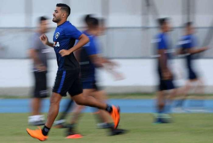 O atacante Brenner � a esperan�a de gols do Glorioso domingo