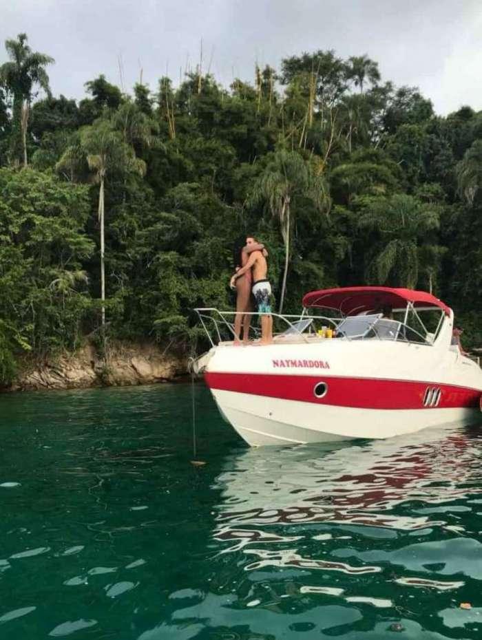 713108bfb2b59 Ludmilla foi flagrada aos beijos com modelo no mar de Angra dos Reis ...