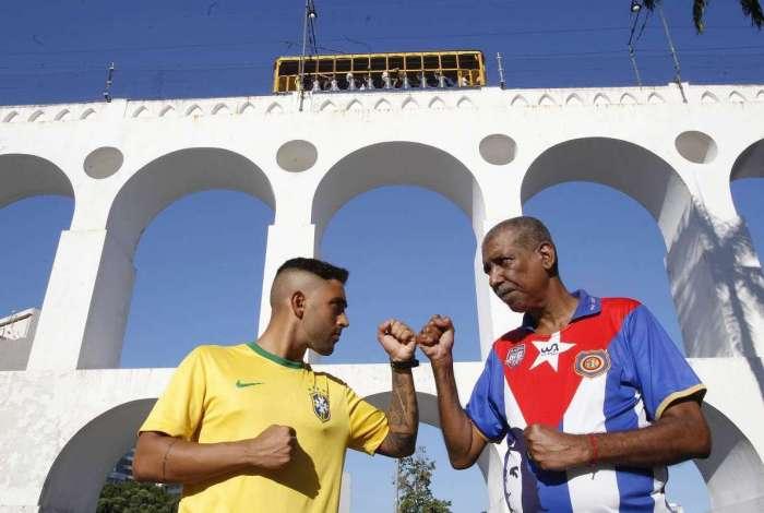Torcedores se dividem sobre uso de camisa da seleção brasileira na ... ae007efd659cd