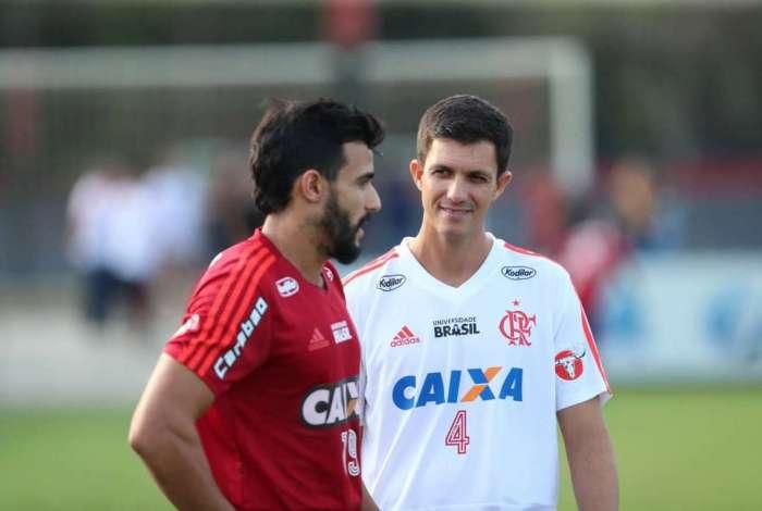 Dourado conversa com Barbieri: o atacante não pode jogar contra o São Paulo