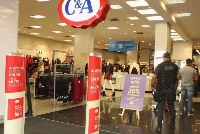 Loja da C&A na Volunt�rios da P�tria foi assaltada por dois ladr�es nesta sexta-feira