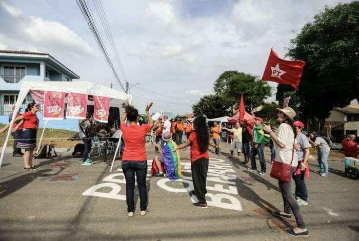 Manifestantes na 'vigília Lula livre'