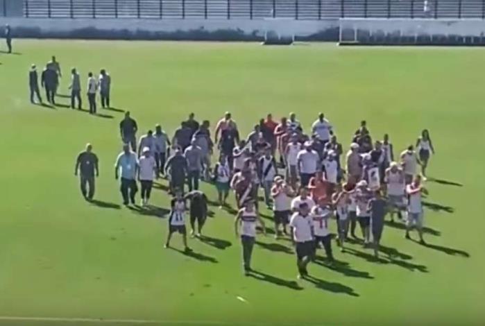 Pressionado, Vasco recebe América-MG em São januário