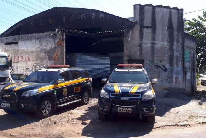 Agentes da PRF prenderam suspeitos de furtar projetores avaliados em milhões