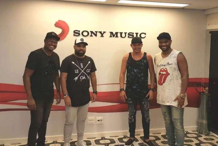 O grupo Vou pro Sereno assina com a Sony