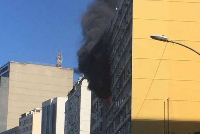 Inc�ndio atinge apartamento em Botafogo