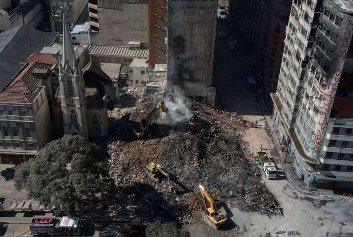 Sete pessoas continuam desaparecidas no prédio que ruiu em SP