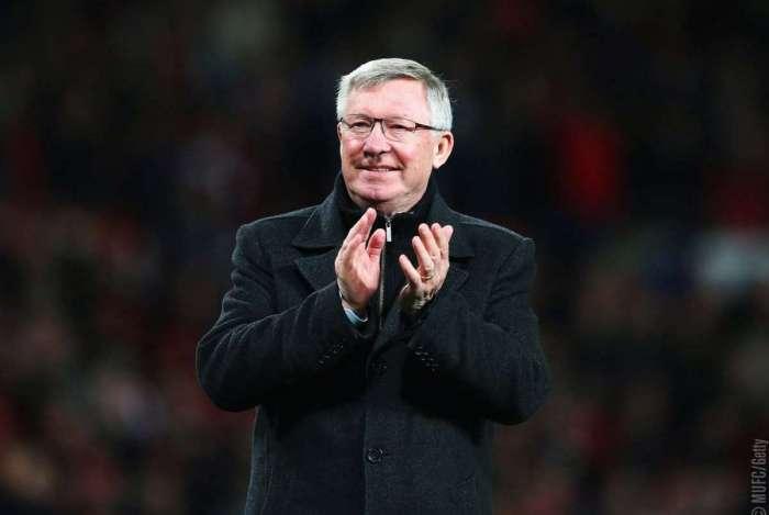 Ex-técnico do Manchester United Alex Ferguson passa por cirurgia no cérebro