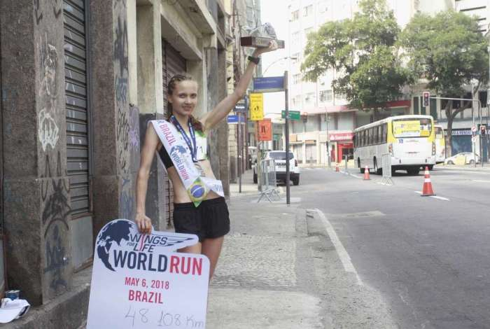 06/05/18-   A corredora Eva Zorman  veio da Eslovenia e foi a campeã feminina da corrida Wings for Life World Run  chegando  ao KM 48, na regiao central do Rio. Foto de Maíra Coelho / Agência O Dia. Cidade, Corrida,Celulas, Tronco, humanidade, pesquisa, acessibilidade