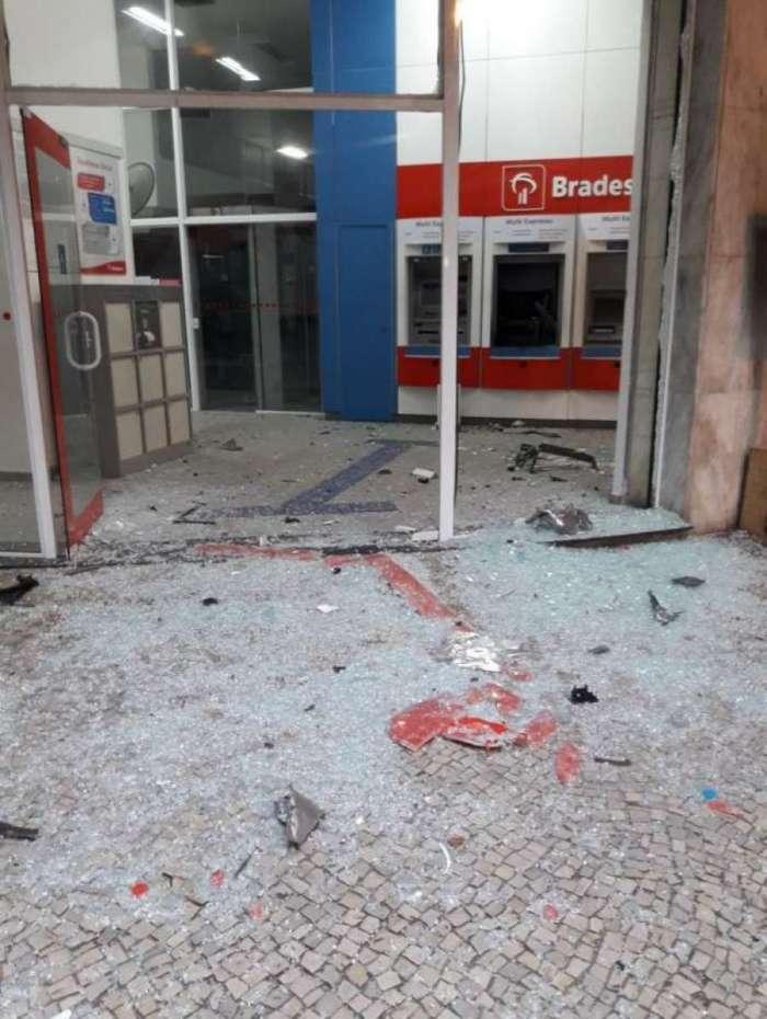 Resultado de imagem para Criminosos explodem caixa eletrônico em Laranjeiras