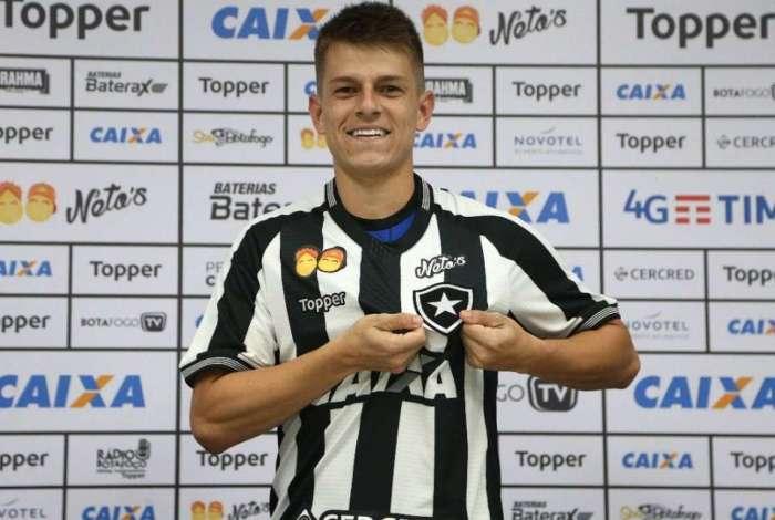 Jo�o Pedro foi apresentado no Botafogo