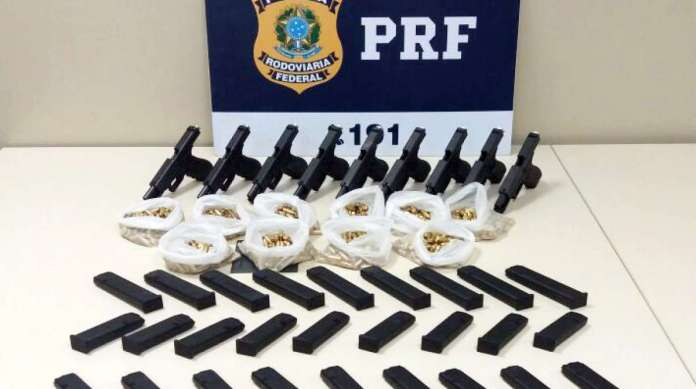 Resultado de imagem para PRF prende casal com armas e munições para a Baixada Fluminense