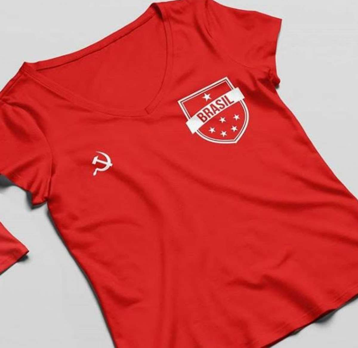 725c45c3b2 Torcedores se dividem sobre uso de camisa da seleção brasileira na ...