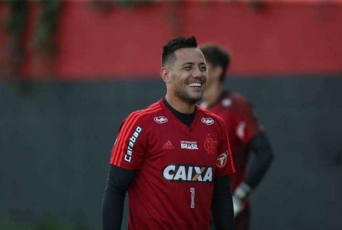 Diego Alves estará em campo contra o Vitória
