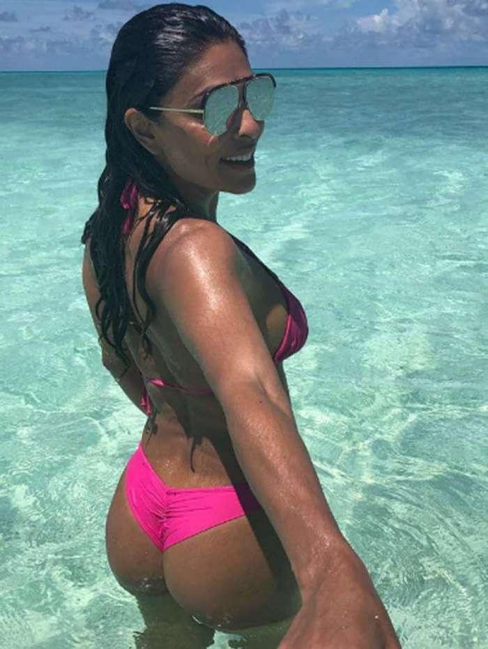 Juliana Paes curte férias e exibe corpão das Ilhas Maldivas