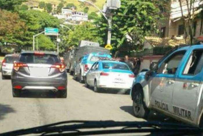 Policiais do 18º BPM fazem operação nos Teixeiras