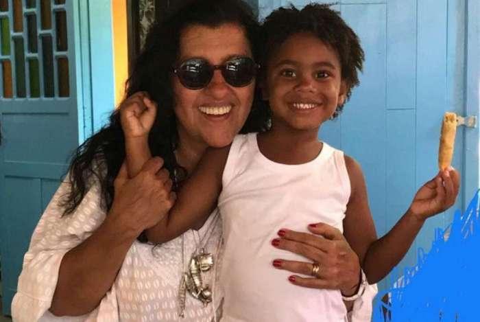 Regina Casé e o filho Roque