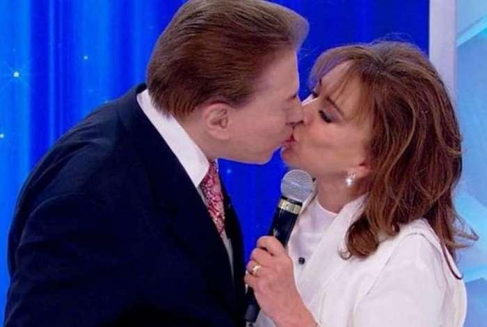 Silvio Santos beija Iris Abravanel no SBT
