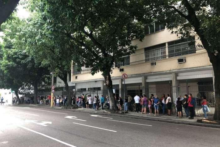 Fila hoje de manhã, na 171ª Zona Eleitoral (Tijuca)