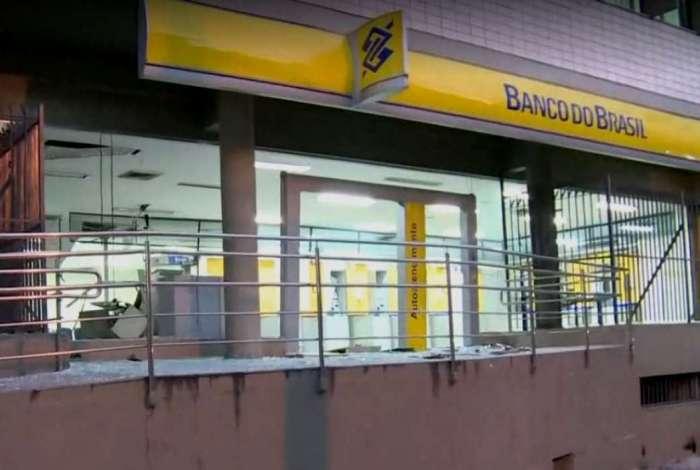 Ag�ncia do Banco do Brasil explodida na Aboli��o