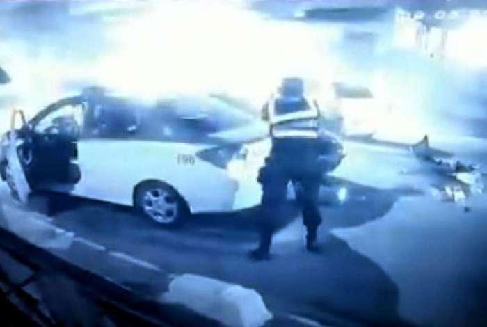 Policiais prendem bandidos ap�s acidente