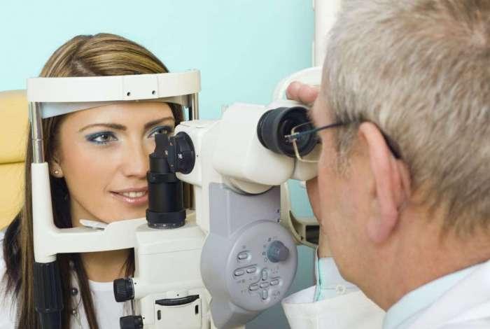 Serão realizadas consultas e exames simples, como acuidade visual com e sem correção, tonometria e biomicroscopia