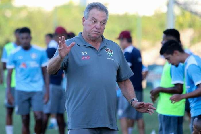 Abel quebra a cabeça para escalar o Fluminense