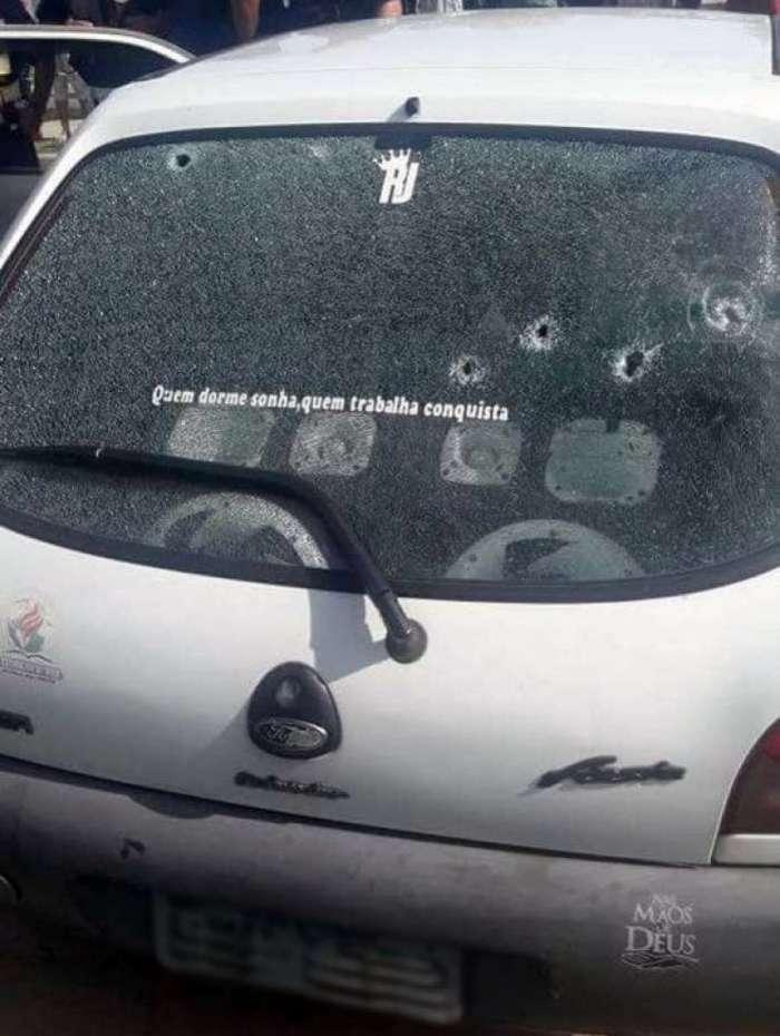 O carro do policial foi atingido por vários disparos
