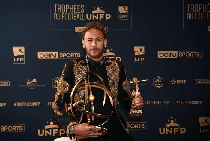 Neymar foi premiado como o melhor jogador do Campeonato Franc�s