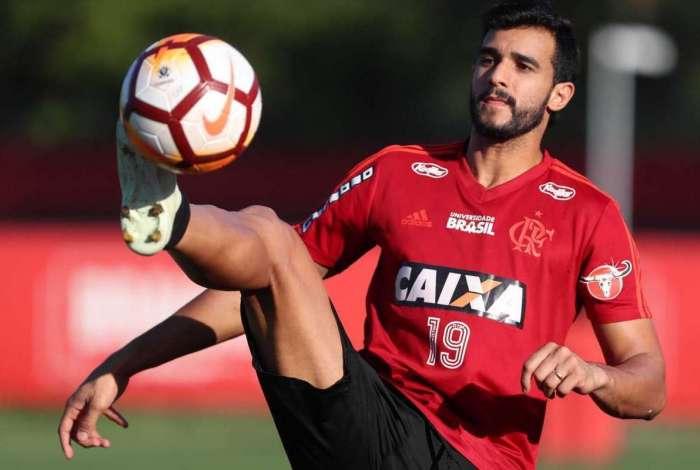 Henrique Dourado vive momento ruim no Flamengo