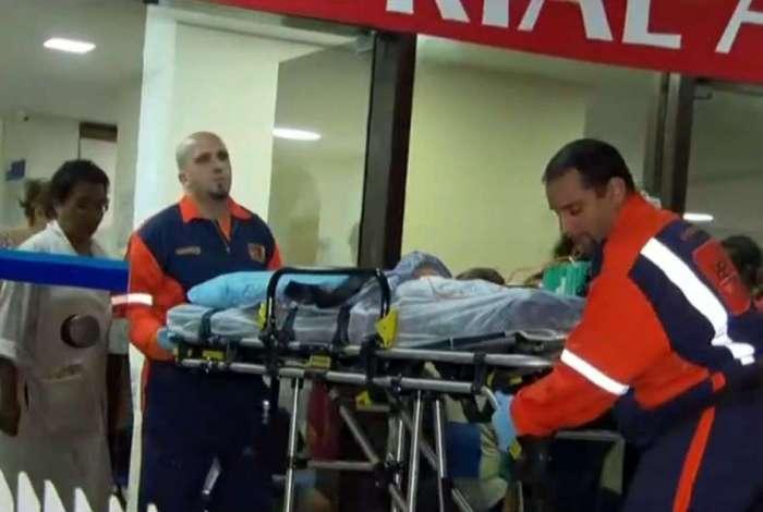 O bebê foi operado e passa bem: bala atingiu o seu ombro esquerdo