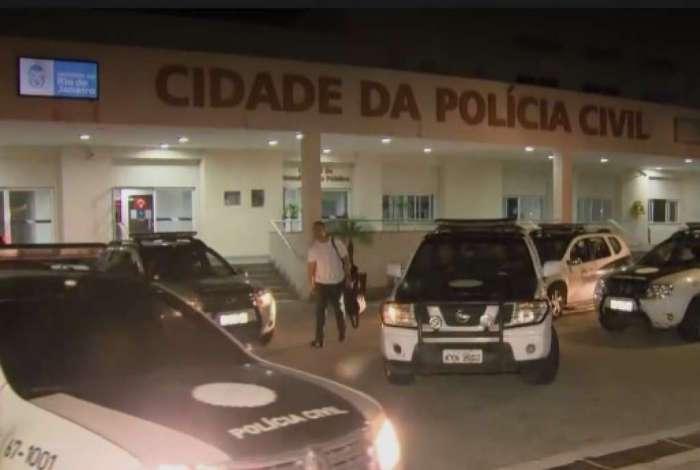 Viaturas deixam Cidade da Polícia para cumprir mandados