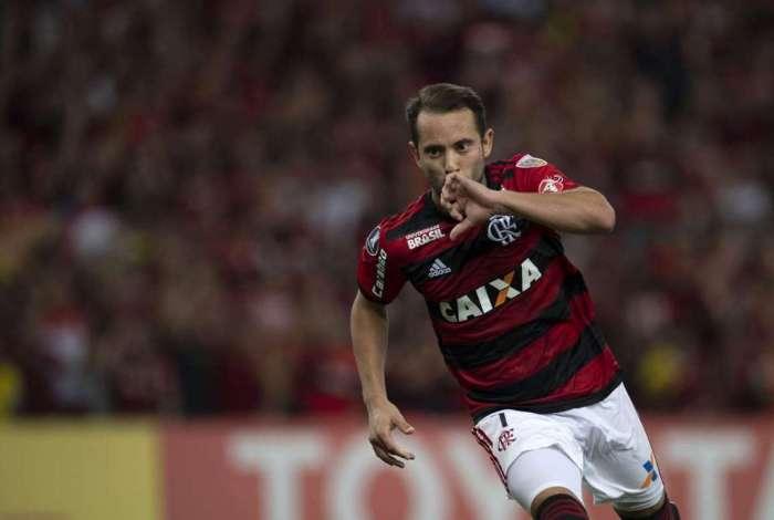 Everton Ribeiro marcou um golaço