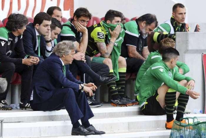 O t�cnico Jorge Jesus e os jogadores do Sporting foram agredidos
