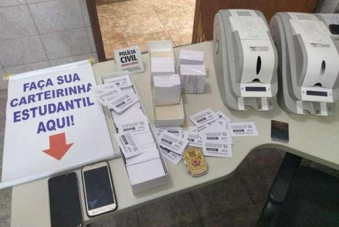 A operação Terceiro Grau apreendeu impressoras e outros equipamentos, tendo localizado 1.147 carteiras falsas já confeccionadas e 754 em branco