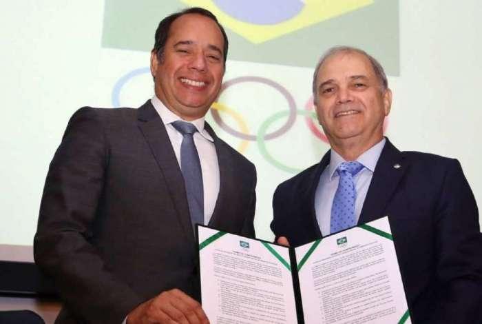 O ministro do Esporte, Leandro Cruz, e o presidente do COB, Paulo Wanderley, ap�s assinatura do Termo de Compromisso contra o Ass�dio Sexual