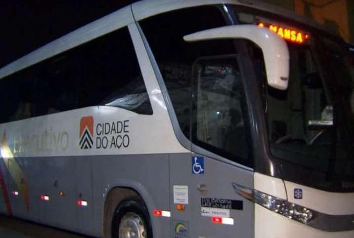 Ônibus abordado por bandidos